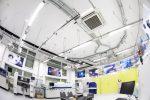 Wnętrze budynku biurowego z klimatyzacją